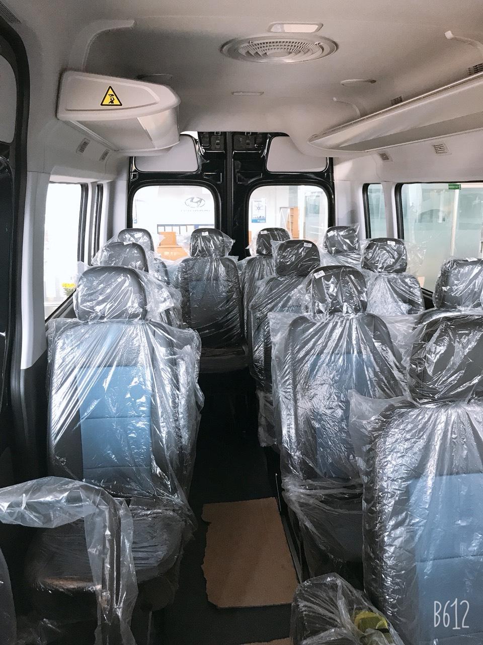 Xe khách hyundai solati 16 chỗ - 2021
